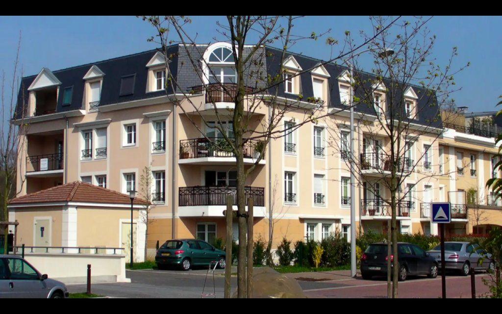Appartement à louer 4 89.6m2 à Émerainville vignette-1