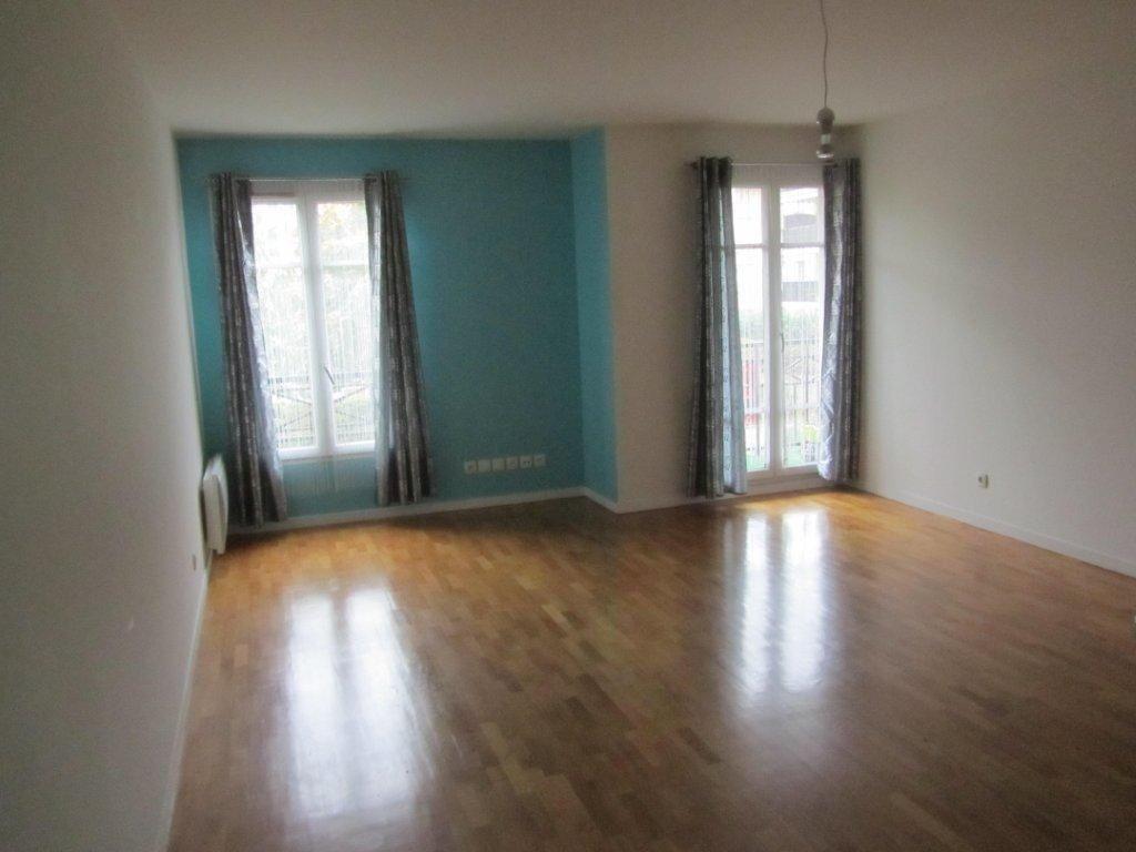 Appartement à louer 4 89.6m2 à Émerainville vignette-2