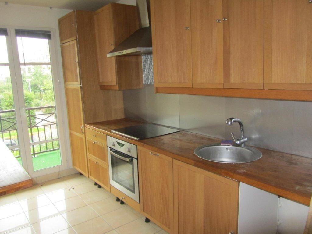 Appartement à louer 4 89.6m2 à Émerainville vignette-3