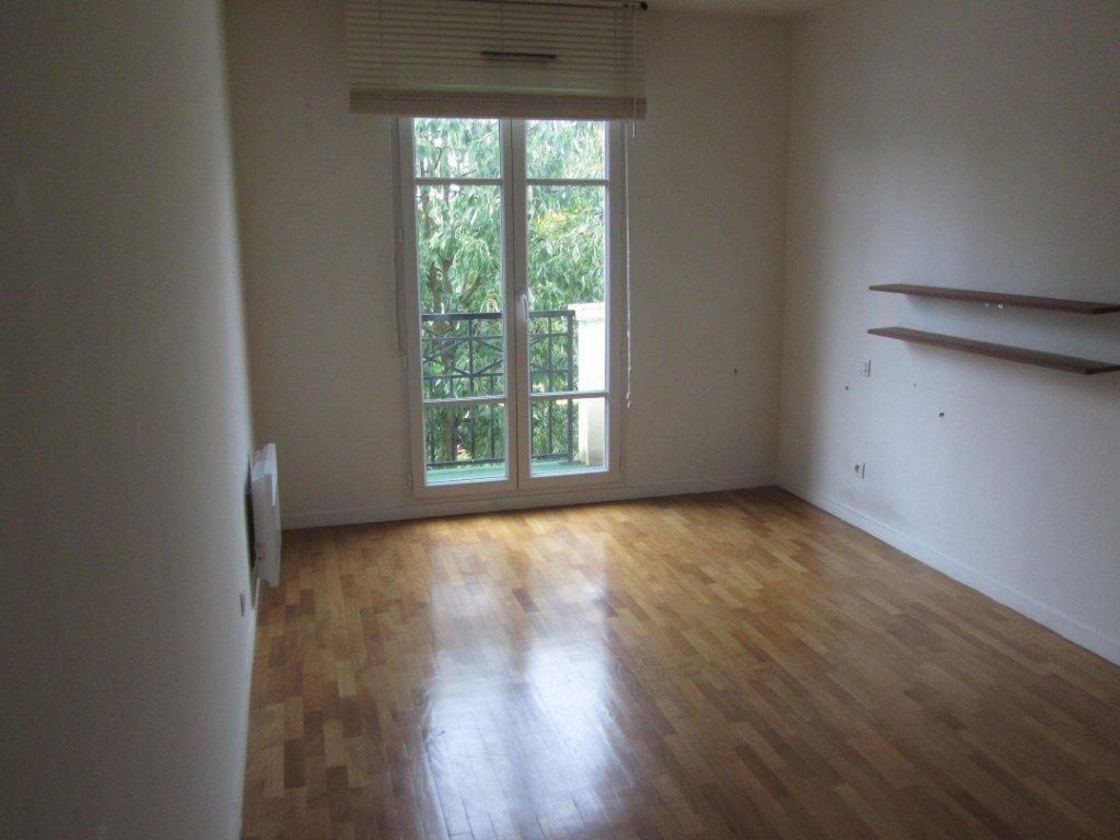 Appartement à louer 4 89.6m2 à Émerainville vignette-4