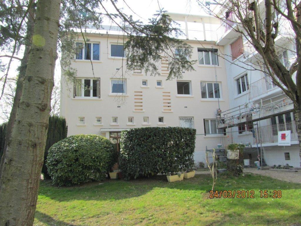 Appartement à louer 3 58.24m2 à Roissy-en-Brie vignette-1