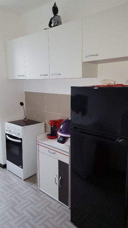 Appartement à louer 3 58.24m2 à Roissy-en-Brie vignette-3