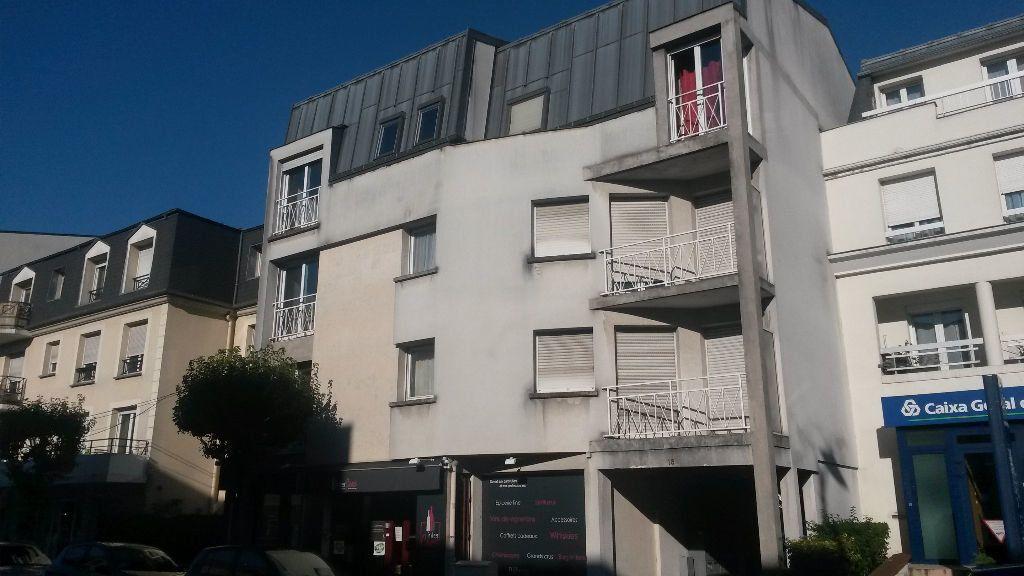 Appartement à louer 2 41.37m2 à Pontault-Combault vignette-1