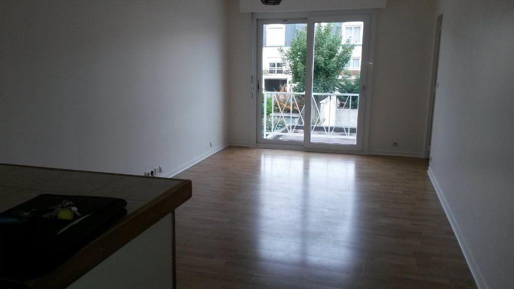 Appartement à louer 2 41.37m2 à Pontault-Combault vignette-2