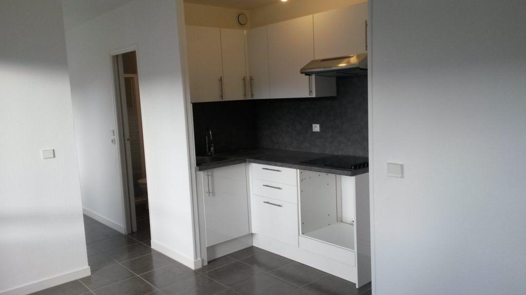 Appartement à louer 2 24.5m2 à Pontault-Combault vignette-1