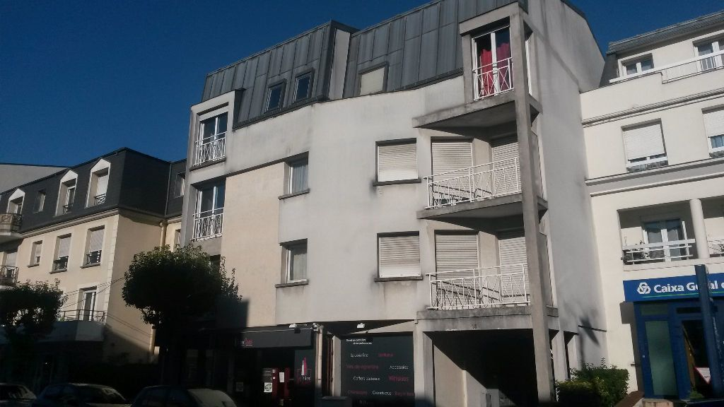 Appartement à louer 2 54.55m2 à Pontault-Combault vignette-1