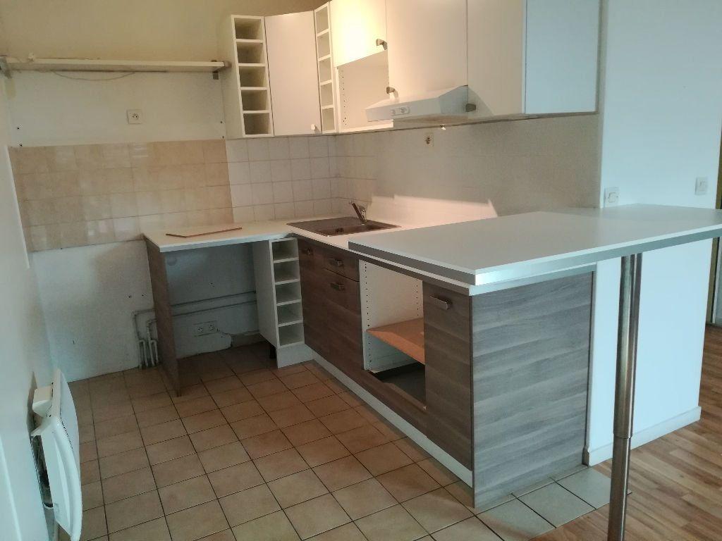 Appartement à louer 2 54.55m2 à Pontault-Combault vignette-2