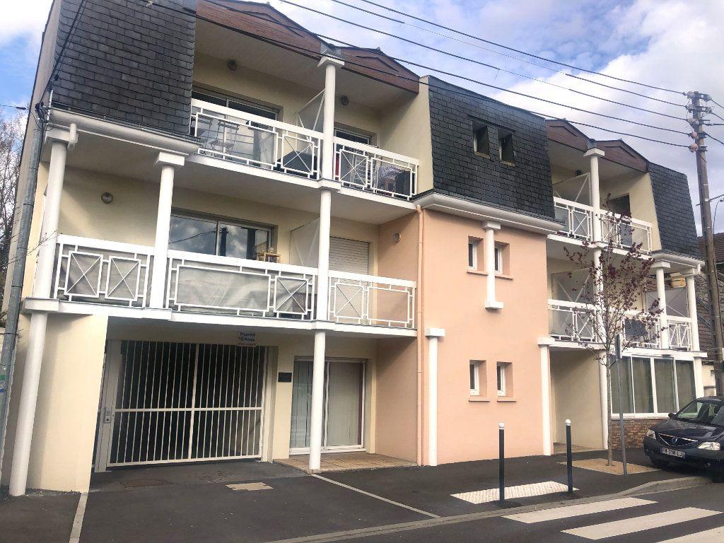 Appartement à louer 2 46.47m2 à Pontault-Combault vignette-1