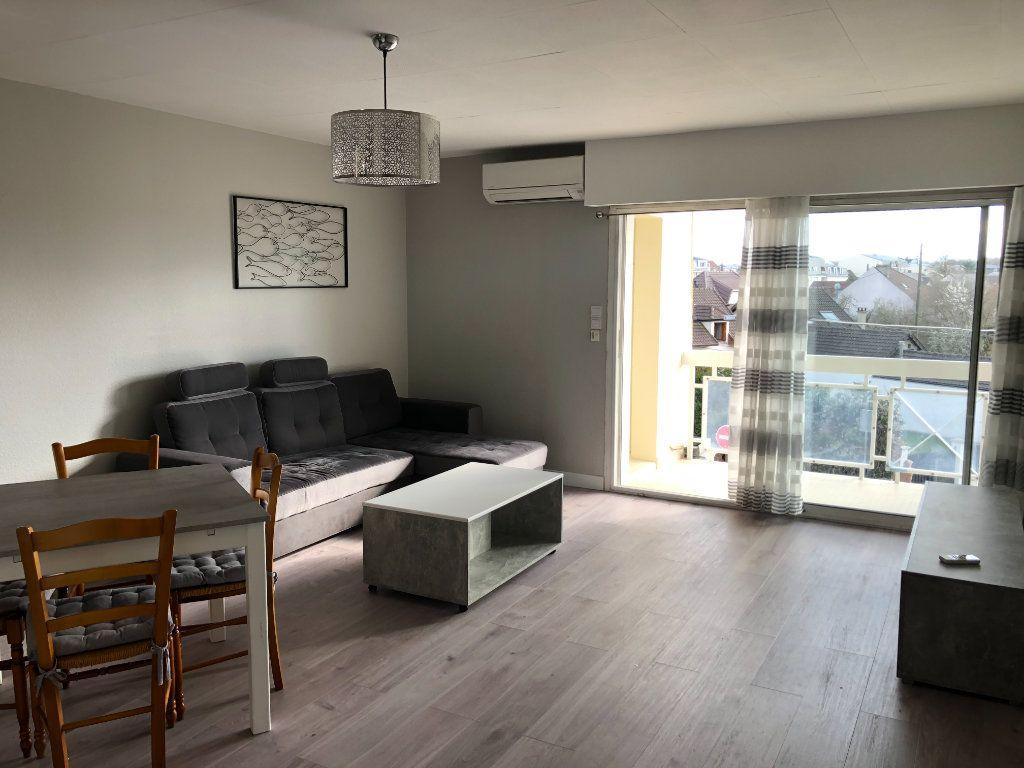 Appartement à louer 2 46.47m2 à Pontault-Combault vignette-2