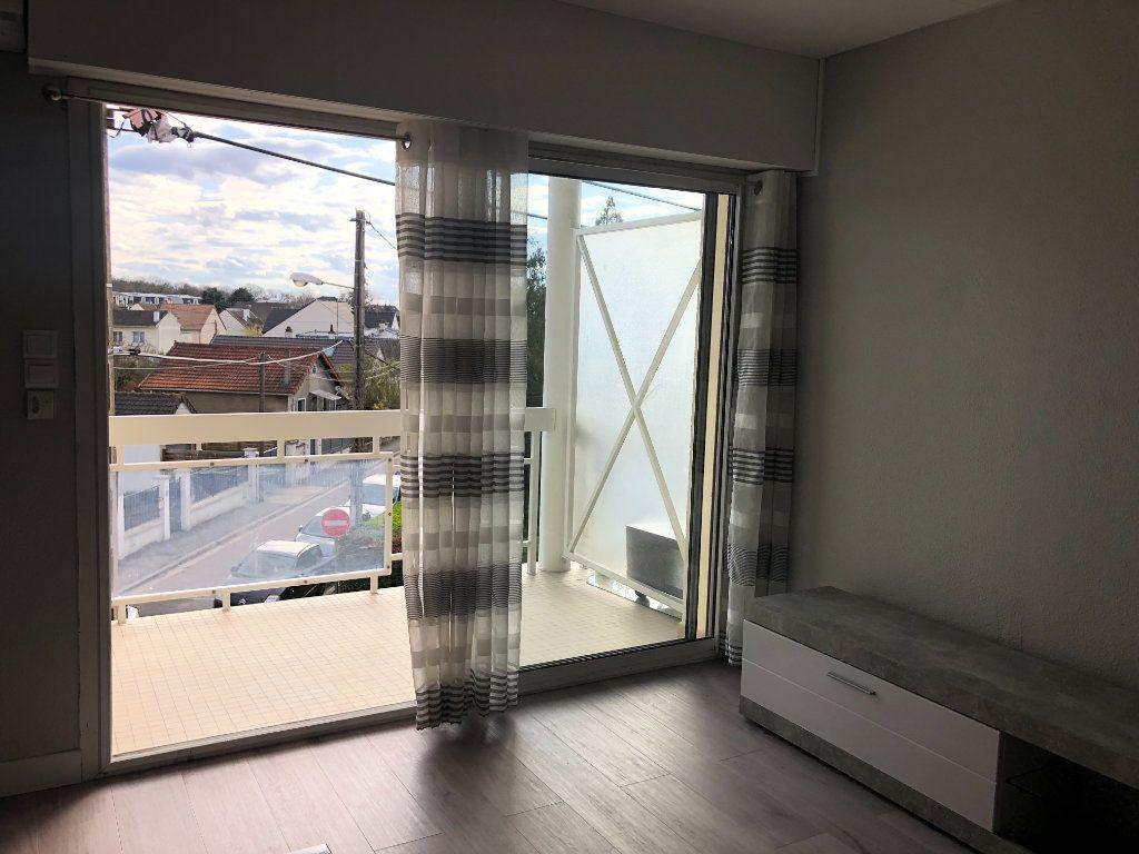 Appartement à louer 2 46.47m2 à Pontault-Combault vignette-4