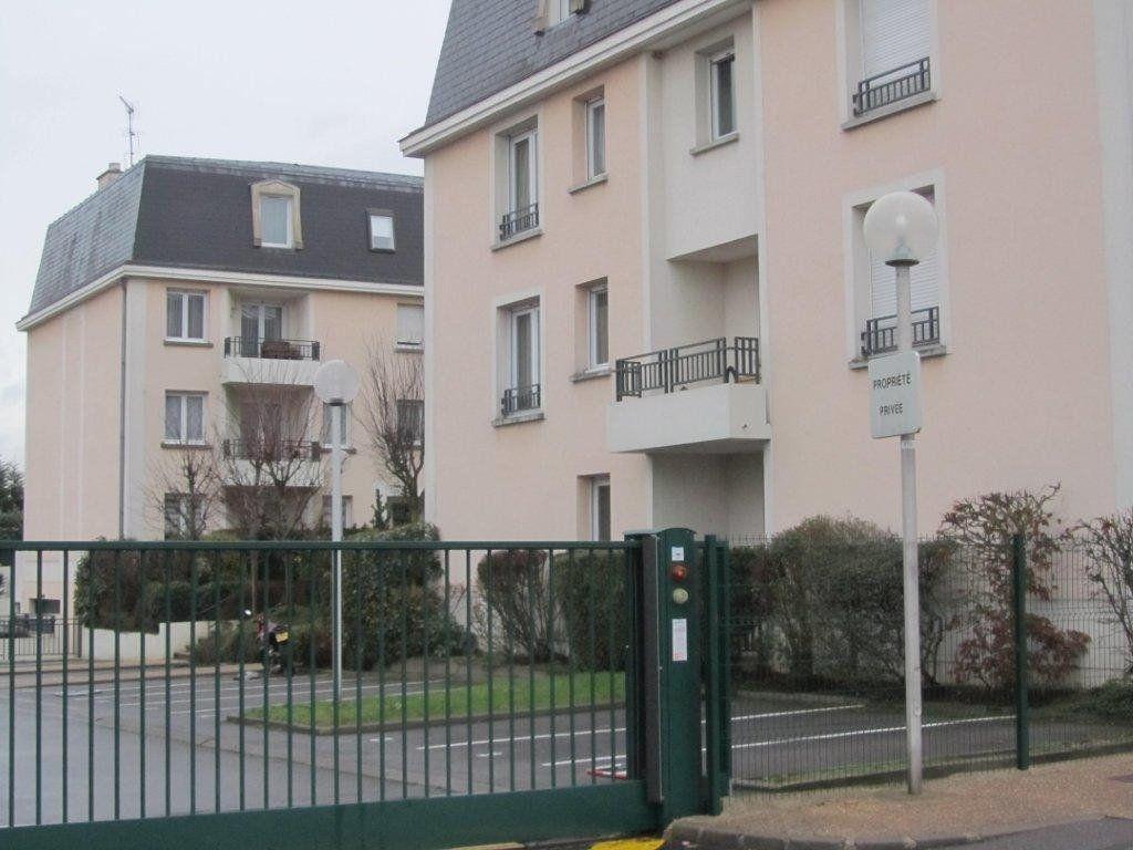 Appartement à louer 3 60m2 à Pontault-Combault vignette-1
