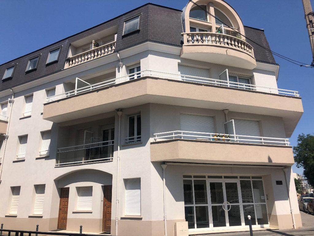 Appartement à louer 1 26.74m2 à Pontault-Combault vignette-1