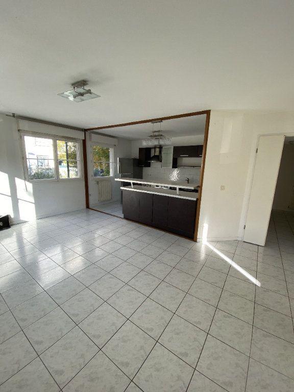Appartement à louer 3 70.46m2 à Grenoble vignette-2