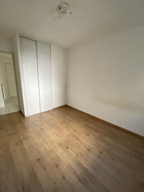 Appartement à louer 3 70.46m2 à Grenoble vignette-3