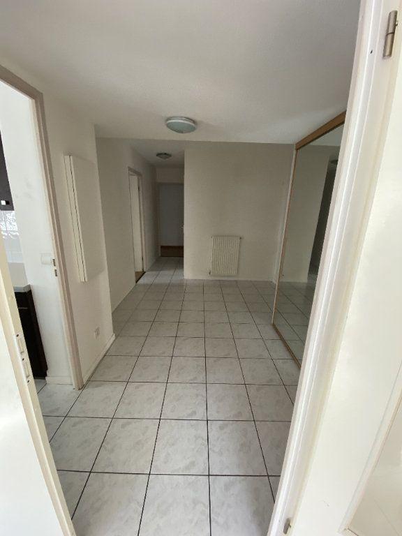 Appartement à louer 3 70.46m2 à Grenoble vignette-4