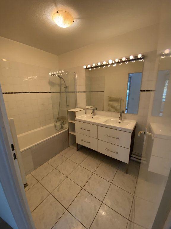 Appartement à louer 3 70.46m2 à Grenoble vignette-5