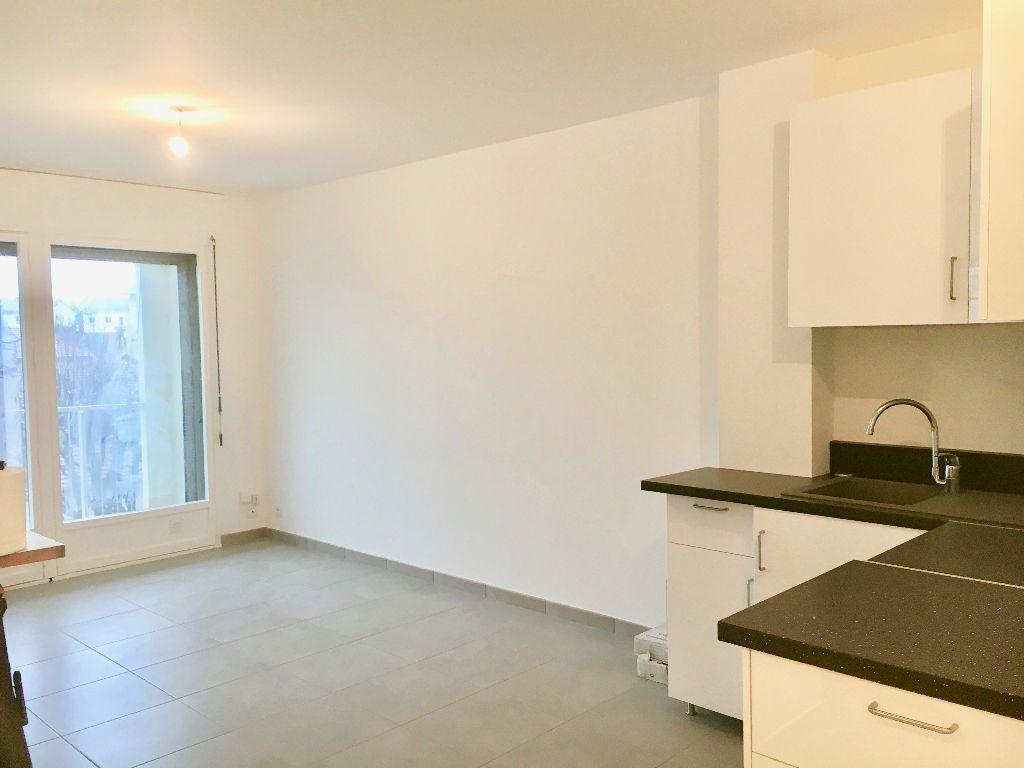 Appartement à louer 3 62m2 à Voiron vignette-3