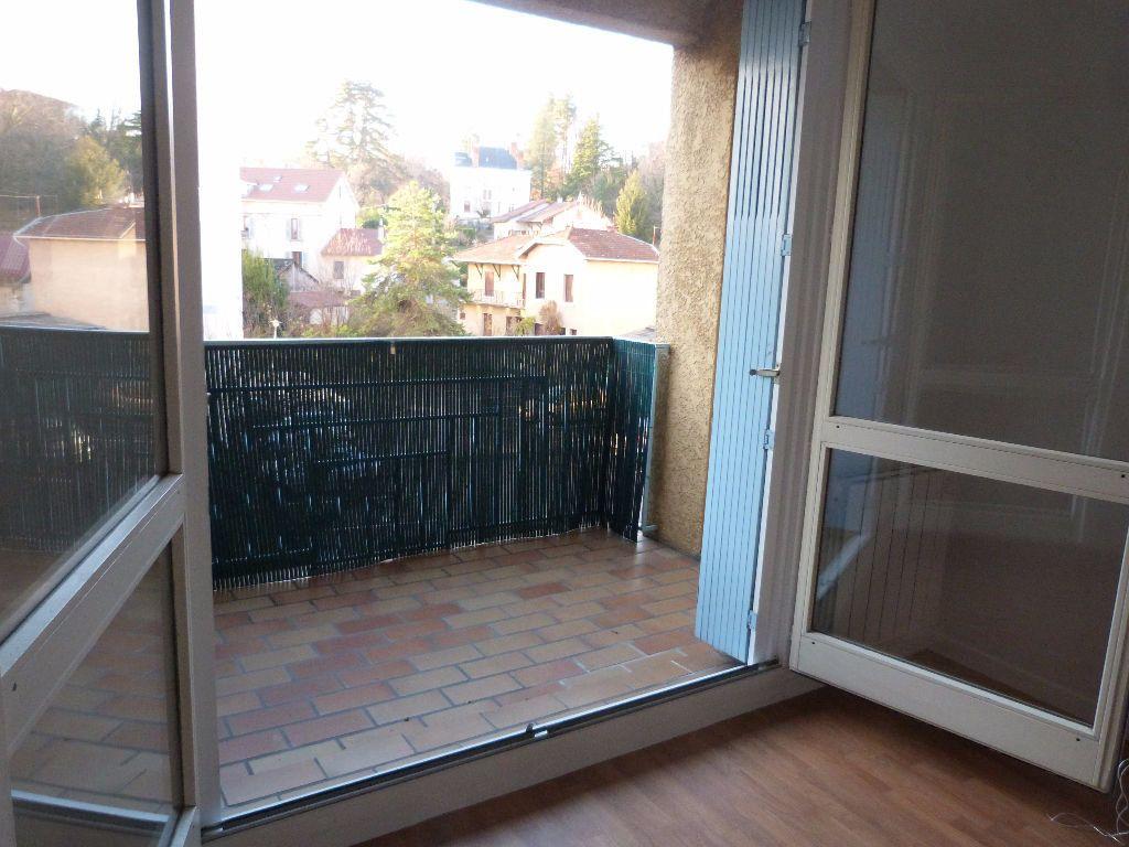 Appartement à louer 2 43m2 à Voiron vignette-1