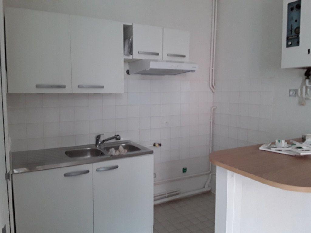 Appartement à louer 2 44m2 à Voiron vignette-1