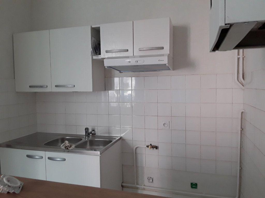 Appartement à louer 2 44m2 à Voiron vignette-3