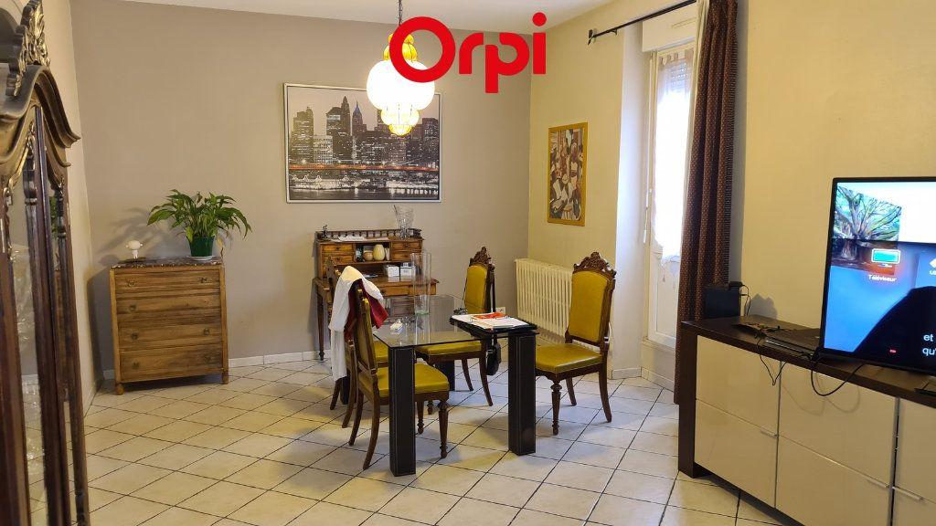 Appartement à vendre 4 104m2 à Voiron vignette-1