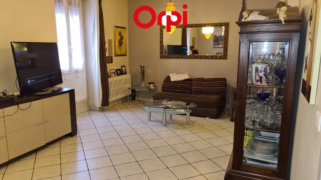Appartement à vendre 4 104m2 à Voiron vignette-2