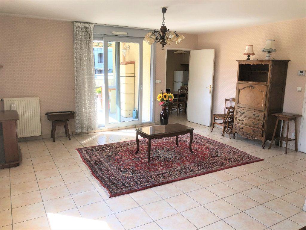 Appartement à vendre 4 92.35m2 à Voiron vignette-2