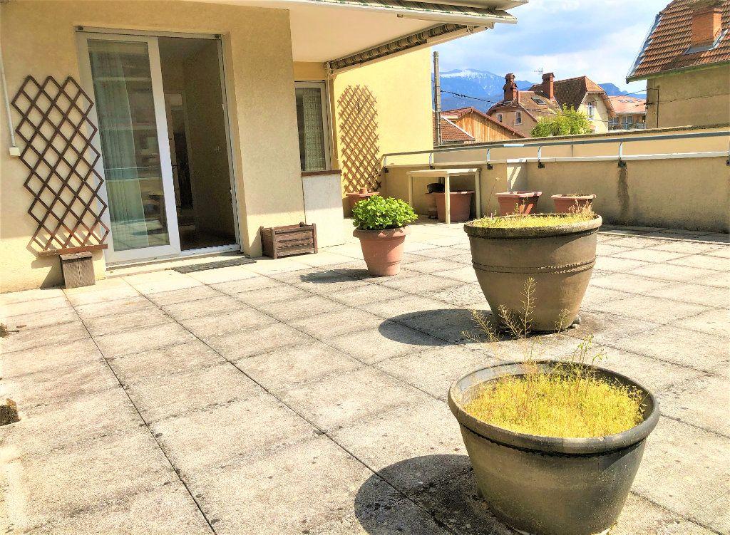 Appartement à vendre 4 92.35m2 à Voiron vignette-4