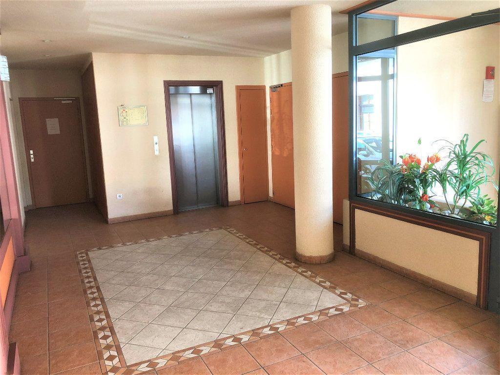Appartement à vendre 4 92.35m2 à Voiron vignette-9