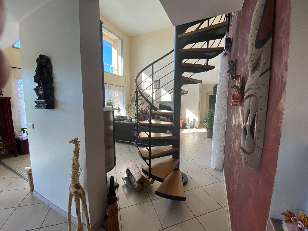 Maison à louer 6 156m2 à Bilieu vignette-5