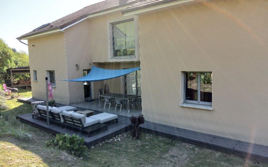 Maison à louer 6 156m2 à Bilieu vignette-12
