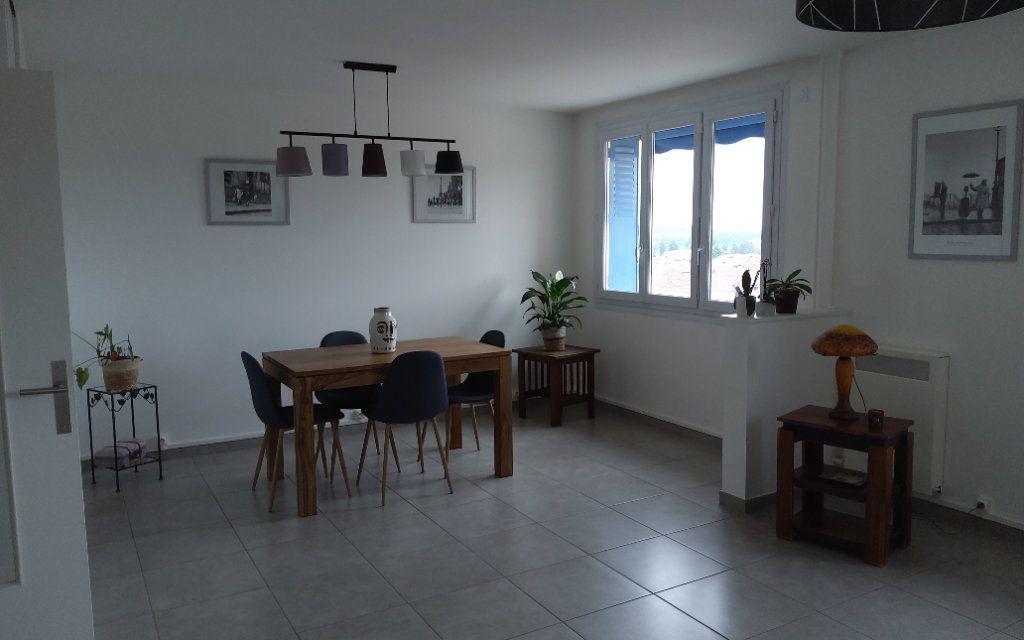 Appartement à louer 3 68.29m2 à Voiron vignette-2