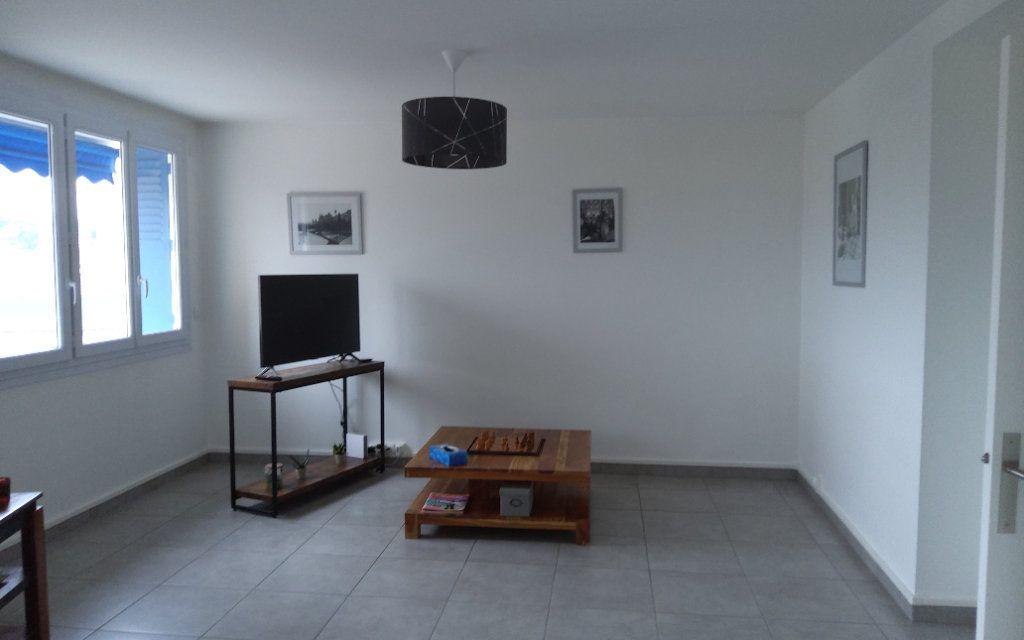 Appartement à louer 3 68.29m2 à Voiron vignette-3