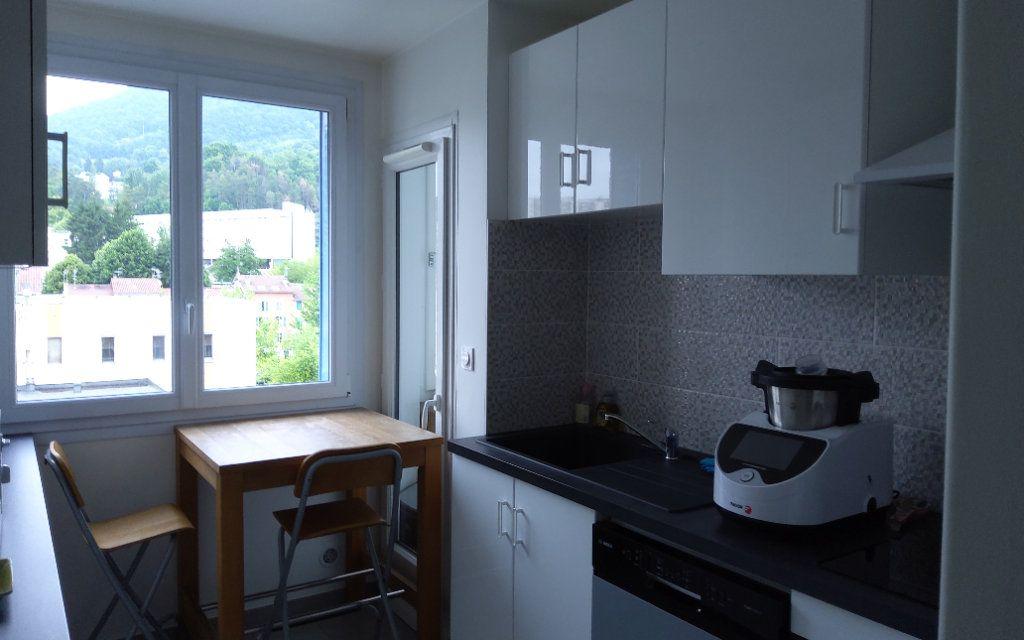 Appartement à louer 3 68.29m2 à Voiron vignette-4