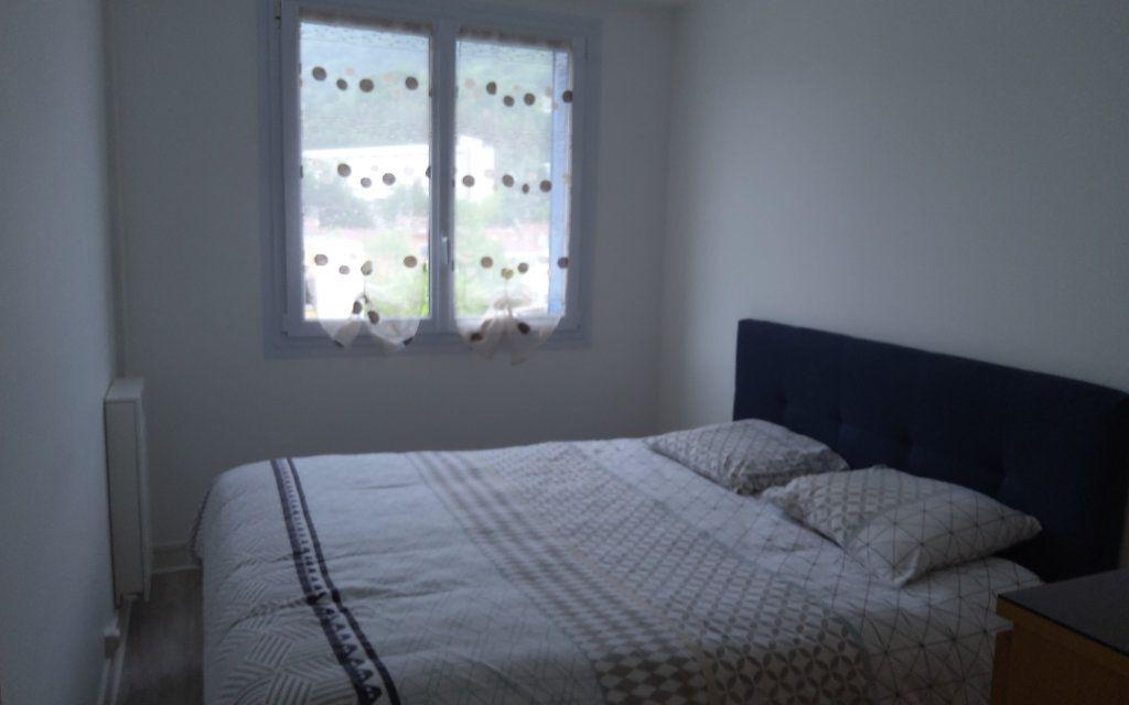 Appartement à louer 3 68.29m2 à Voiron vignette-6