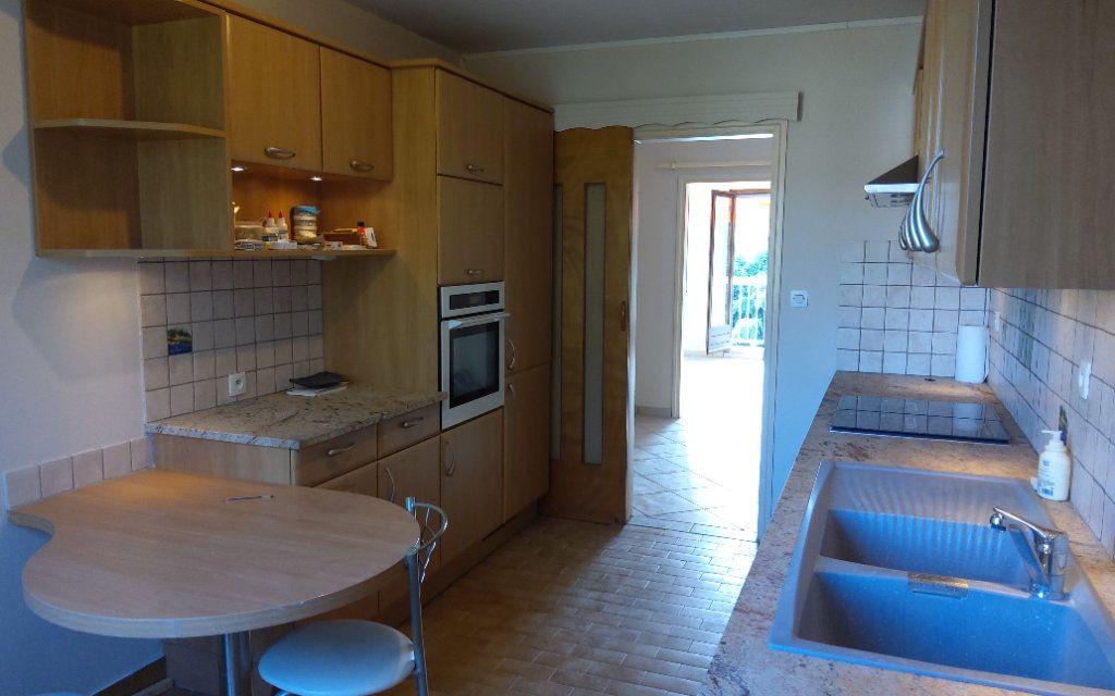 Appartement à louer 4 106m2 à Moirans vignette-4