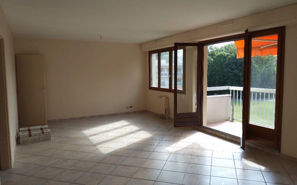Appartement à louer 4 106m2 à Moirans vignette-5