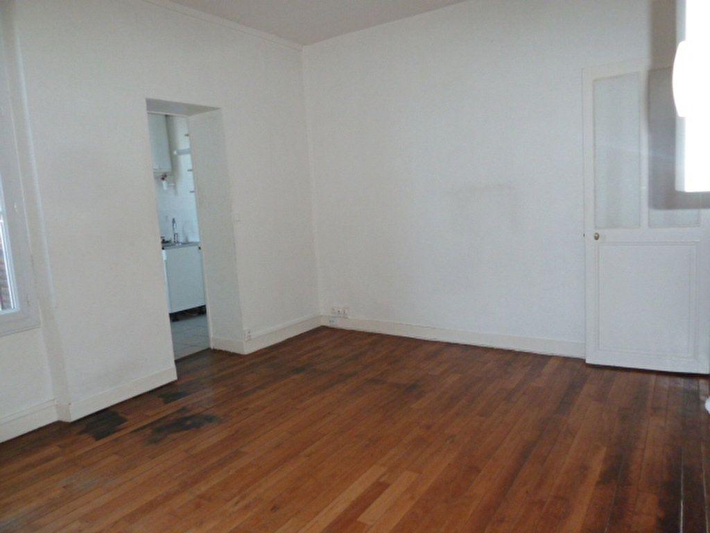 Appartement à louer 2 37.8m2 à Orléans vignette-3