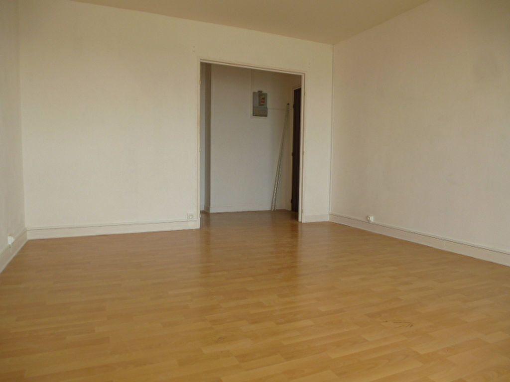 Appartement à louer 3 63.3m2 à Saint-Jean-de-Braye vignette-2