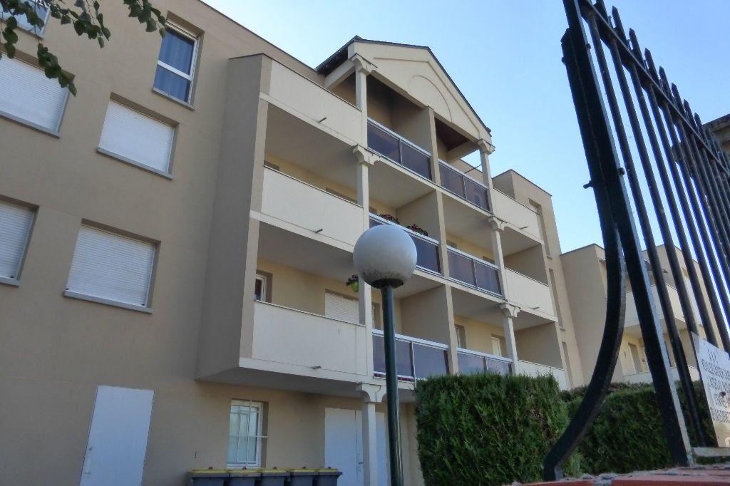 Appartement à louer 2 51m2 à Saint-Jean-de-la-Ruelle vignette-1