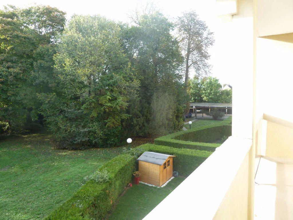 Appartement à louer 2 51m2 à Saint-Jean-de-la-Ruelle vignette-2