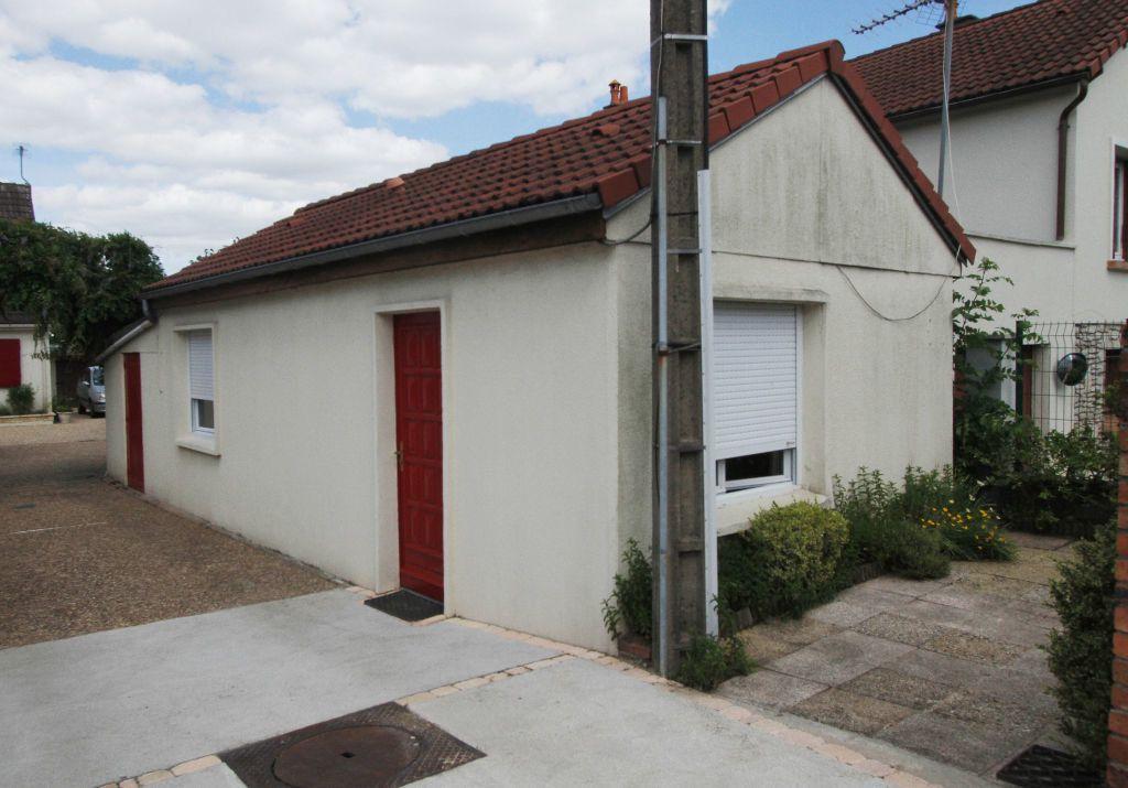 Maison à louer 2 27.35m2 à Fleury-les-Aubrais vignette-2
