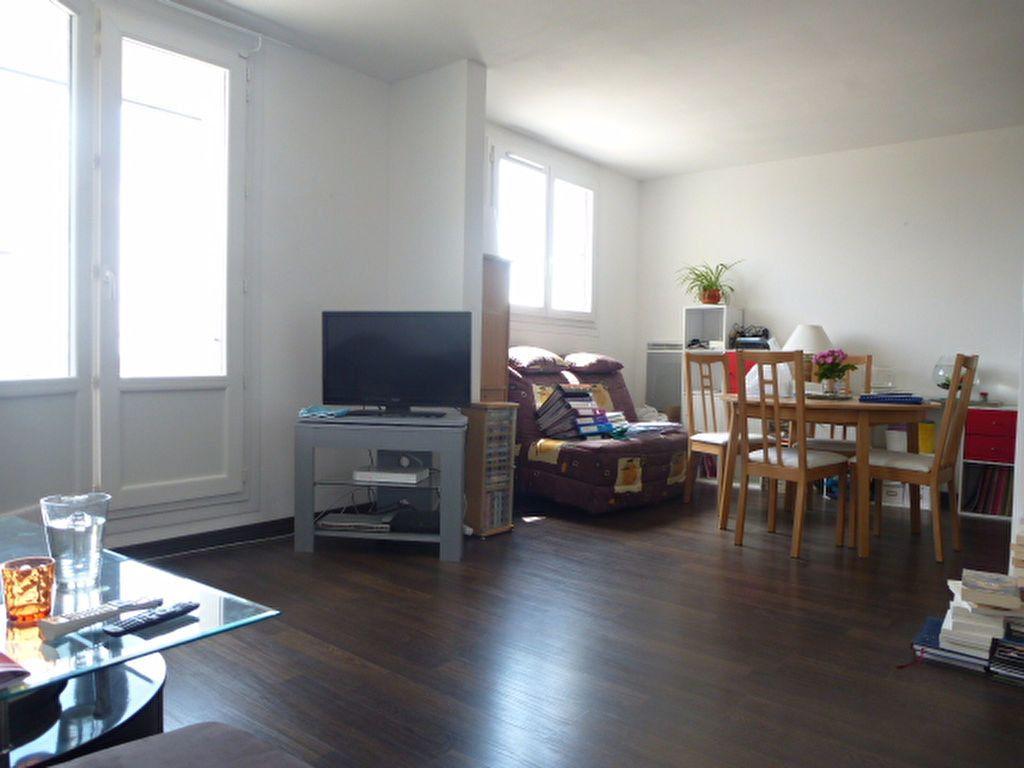 Appartement à louer 2 73m2 à Saint-Jean-de-la-Ruelle vignette-2