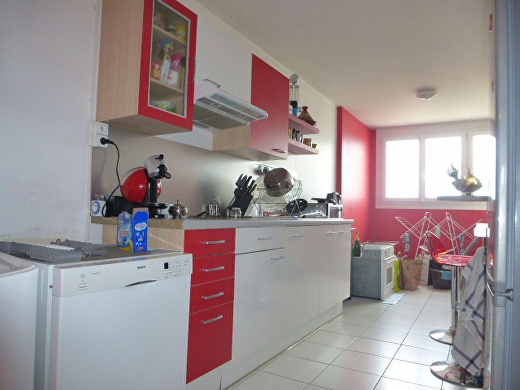 Appartement à louer 2 73m2 à Saint-Jean-de-la-Ruelle vignette-4