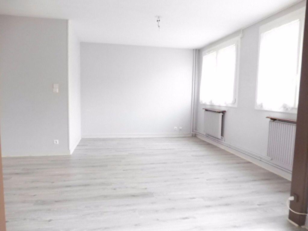 Appartement à louer 3 75.6m2 à Fleury-les-Aubrais vignette-1