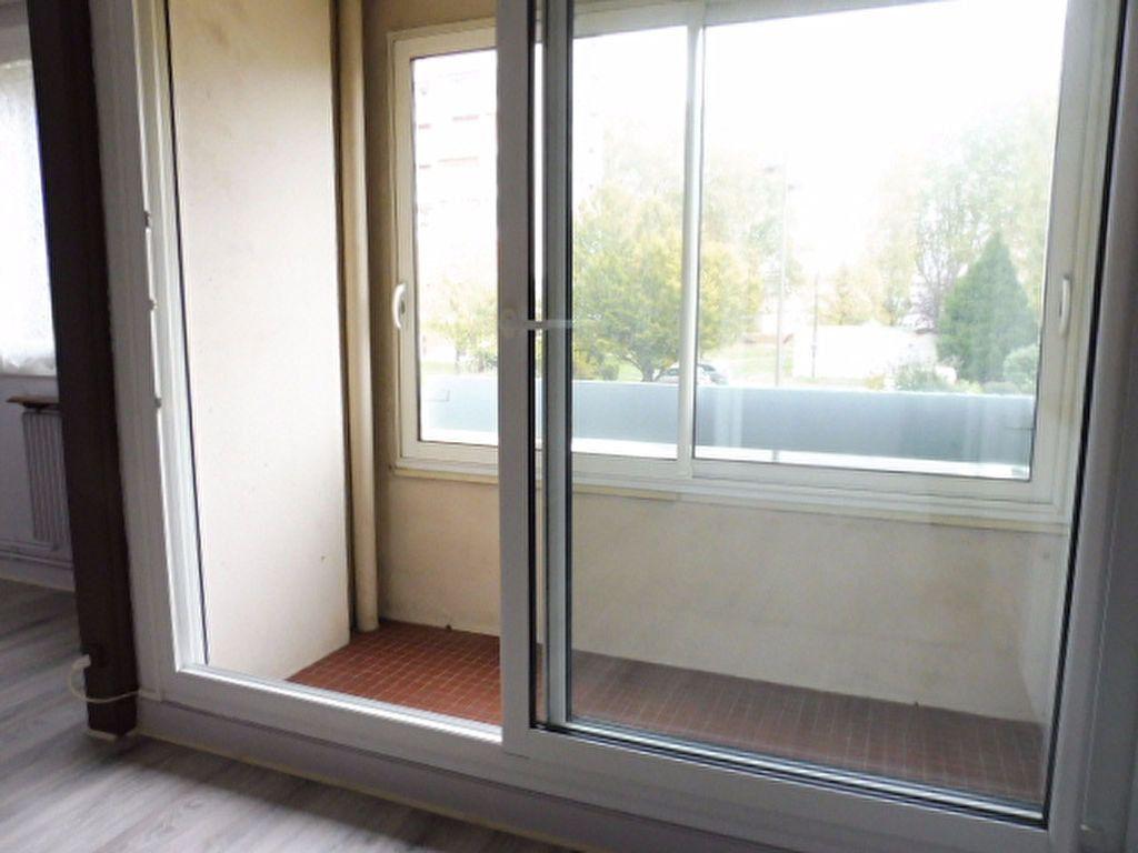 Appartement à louer 3 75.6m2 à Fleury-les-Aubrais vignette-2