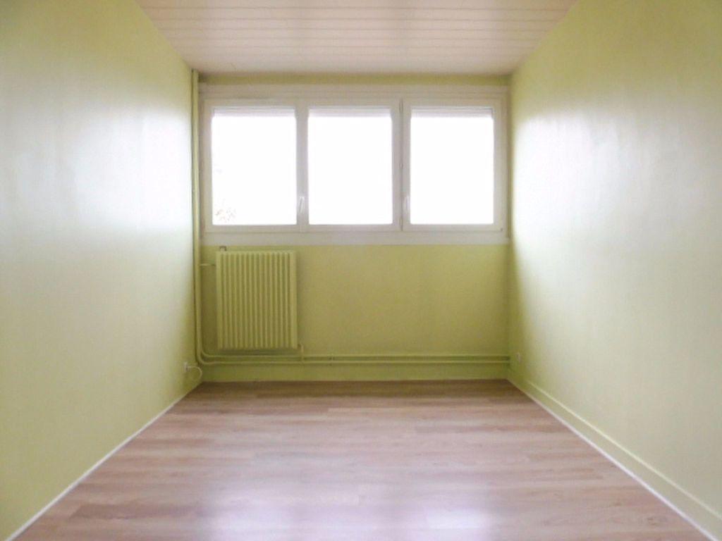 Appartement à louer 3 75.6m2 à Fleury-les-Aubrais vignette-5