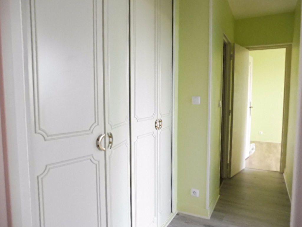 Appartement à louer 3 75.6m2 à Fleury-les-Aubrais vignette-6