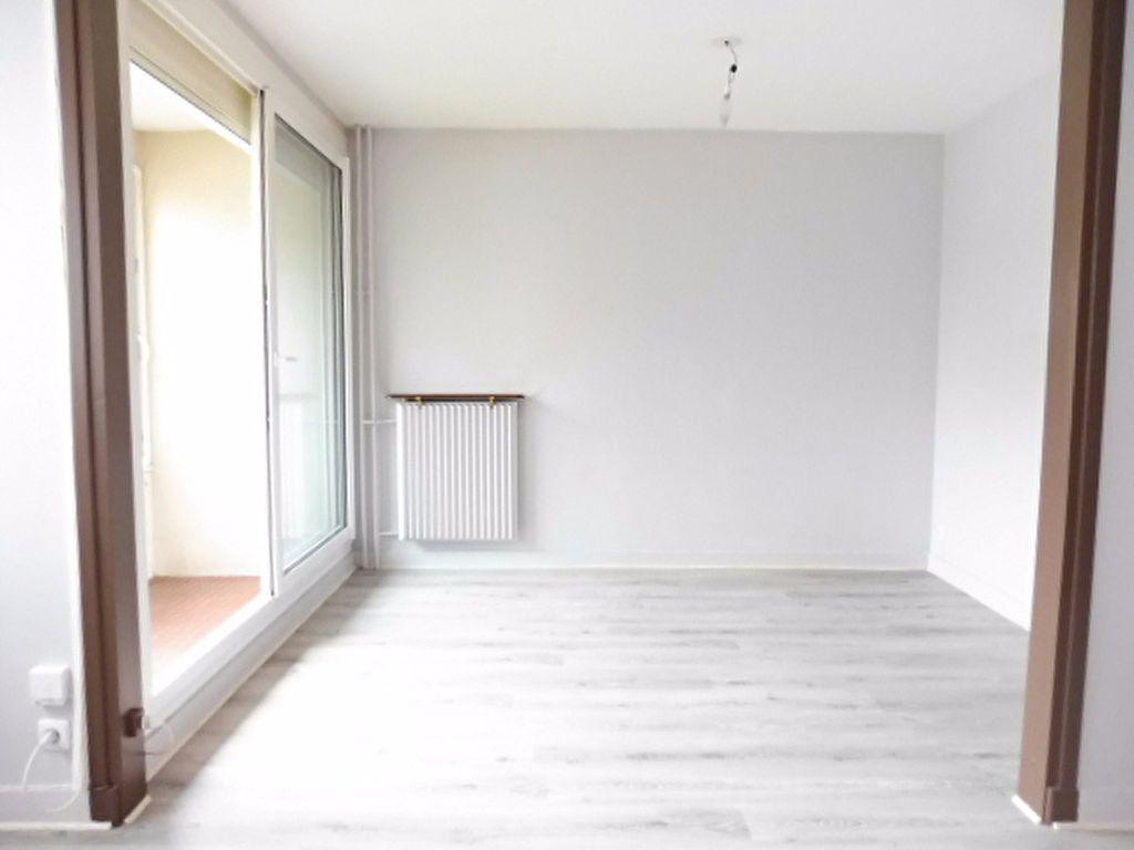Appartement à louer 3 75.6m2 à Fleury-les-Aubrais vignette-10