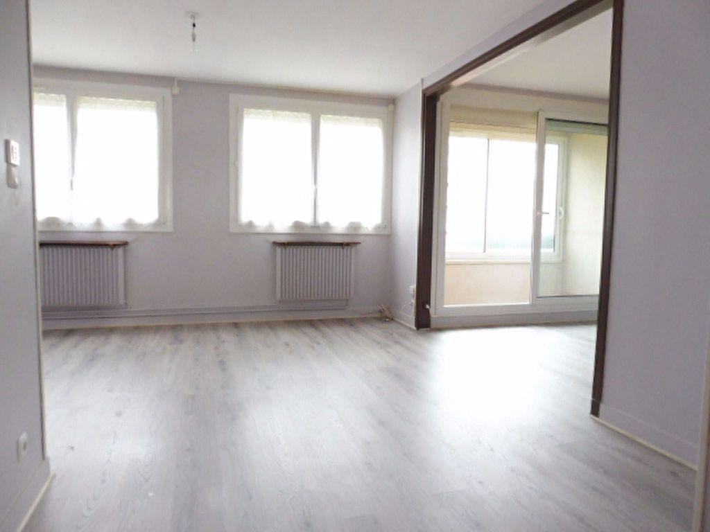 Appartement à louer 3 75.6m2 à Fleury-les-Aubrais vignette-11
